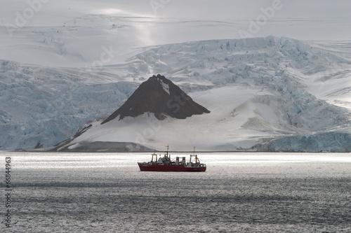 Deurstickers Antarctica Ship in Antarctica