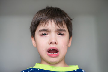 Tears and pain after lost tooth