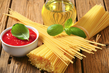 Dried spaghetti, tomato puree and olive oil