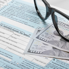 US Tax Form 1040 with glasses - 1 to 1 ratio