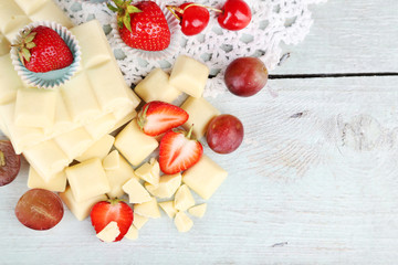 White chocolate bar with fresh berries,