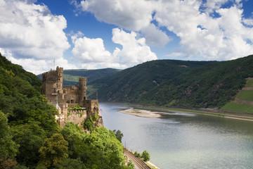Burg Rheinstein über dem Mittelrheintal