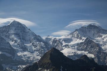 Mönch und Jungfrau Gipfel in Wolken