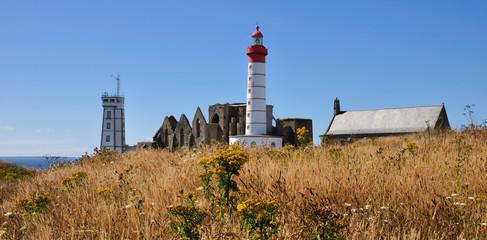 L'abbaye,sémaphore,l'église et phare de la pointe Saint-Mathieu