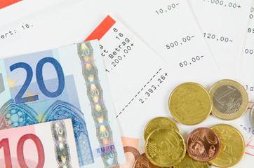 euroscheine, kontoauszüge und kleingeld