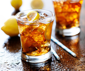 sweet tea with lemon and ice