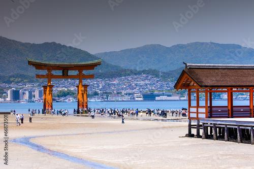 Foto op Aluminium Oude gebouw Miyajima,Famous big Shinto torii in Japan.