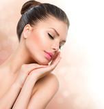 Fototapety Beauty Spa Woman Portrait. Beautiful Girl Touching her Face