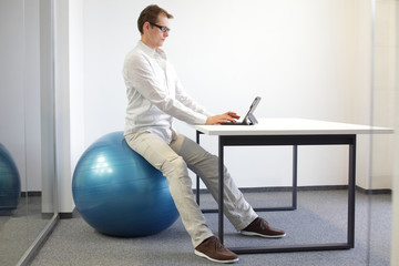 correct sitting position in office work