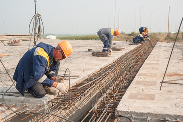 Workers make fittings bindingon