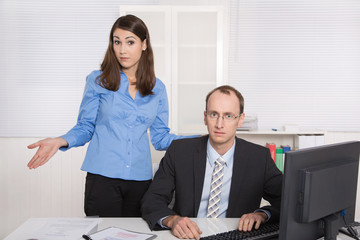 Mobbing am Arbeitsplatz: negatives Betriebsklima Männer Frauen