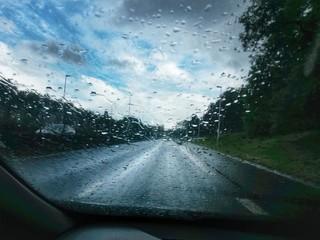 Rouler sous la pluie