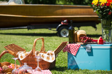 Vintage picnic at the lakehouse