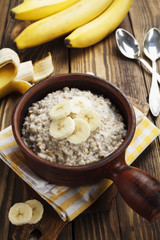 Oatmeal with bananas