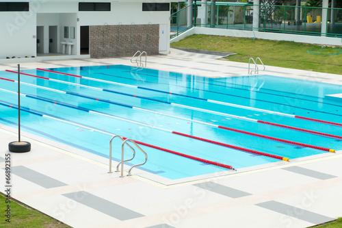Swimming pool - 66892355