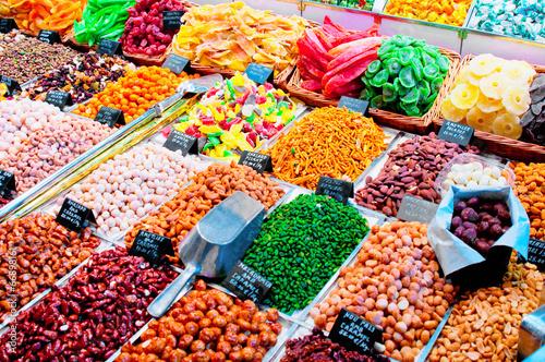 Keuken foto achterwand Boodschappen Sweets and dried fruits in the market