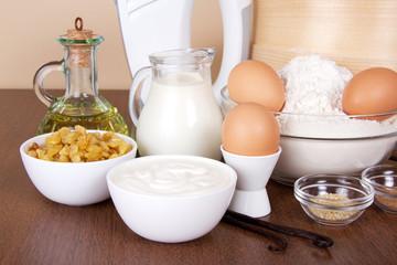 Dairy products, eggs, flour, sunflower oil, raisin