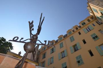 Cour intérieur à Nice, girouette