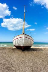 Barca in riva al mare