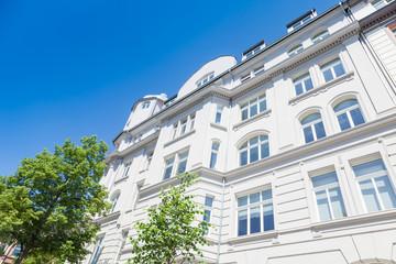 nobles Haus und Bäume in Deutschland