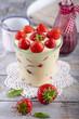 Schichtpudding mit Erdbeeren