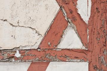 Sanierungbedürftiges Fachwerk - abblätternde Farbe