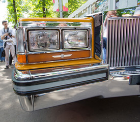 Forward headlight of Cadillac on show of collection Retro cars