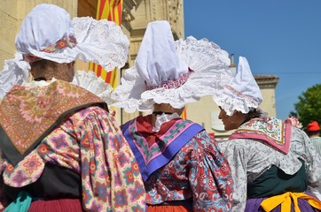 COSTUMES TRADITIONNELS PROVENCAUX