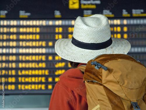 canvas print picture Jugendlicher am Flughafen