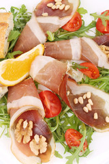 Salad with arugula and prosciutto.