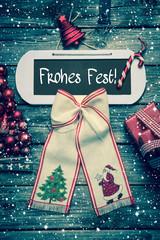Weihnachtskarte mit Text Frohes Fest - Rot und Holz