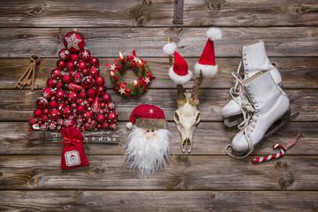 Weihnachten - klassische Dekoration mit Holz rot und weiß