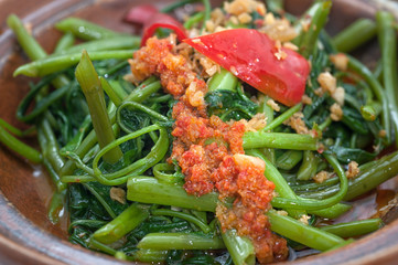 Steamed fern with spicy sauce