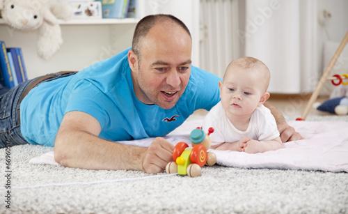 Vater mit Baby - 66960517