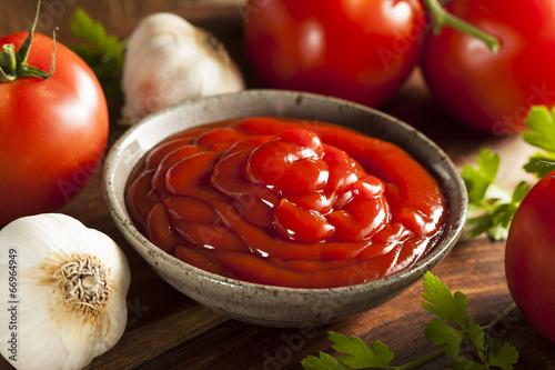 Fotobehang Kruiderij Organic Red Tomato Ketchup