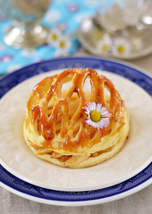 Apple tart with puff pastry dome