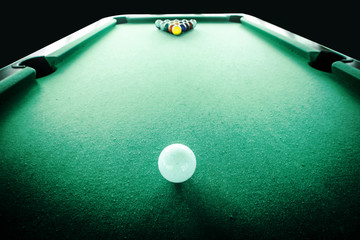 focus white ball on the pool table in start the game