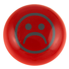smiley triste sur bouton rouge