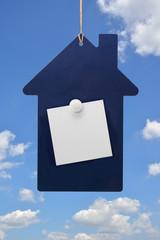 家型のボードの上のメモ用紙