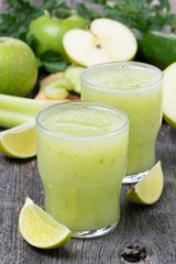 Smoothies of green apple, celery and lime