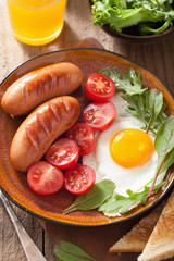 fried egg sausages tomatoes for healthy breakfast