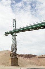 Conveyor belt crane