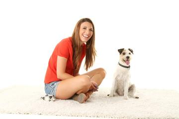 hübsches Mädchen mit ihrem Hund