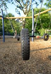 Reifenschaukel auf dem Spielplatz