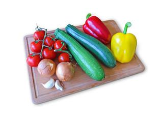 Gemüse auf Holzbrett Freisteller