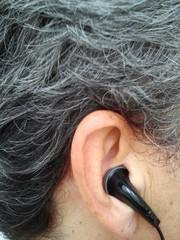 Auriculares en la oreja