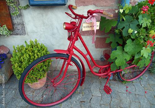 Willkommen altes fahrrad in sch ner dekoration stockfotos und lizenzfreie bilder auf fotolia - Dekoration fahrrad ...