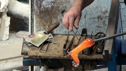 Craftsman makes glass horse in the glass blower workshop