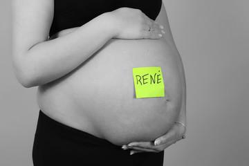 Mujer Embarazada con nombre escrito