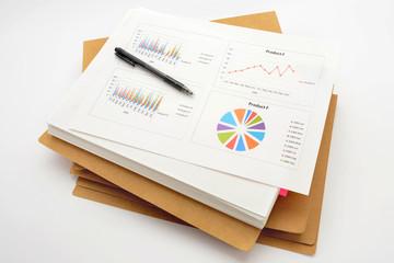 ビジネスイメージ―積み上げられた会議用資料